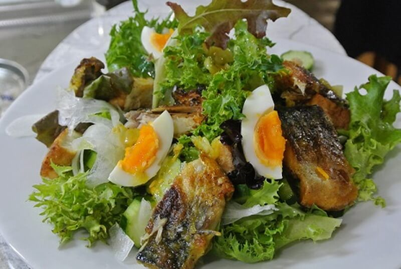 grilled-salt-mackerel-salad